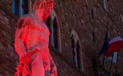 Firenze, guerra in Siria: Piazza Signoria illuminata per accendere le luci su quell'emergenza
