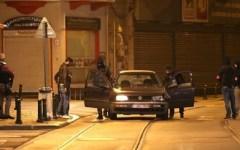 Terrorismo, Bruxelles: è un algerino l'uomo ucciso nello scontro a fuoco.  Due assalitori catturati. Altri due in fuga