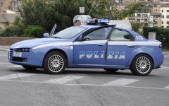 Firenze: ghanese tenta scippo a una cinese. Bloccato da un albanese e arrestato dalla polizia