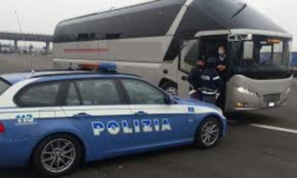 Bus gita scolastica polizia stradale polstrada