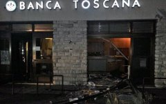 Lucca: malviventi scardinano un bancomat ma il colpo fallisce, era troppo pesante