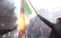 Libia: bandiere italiane bruciate a Tobruk e a Derna. Per protesta contro un possibile intervento dell'Italia