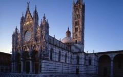 Siena: l'alba si vede sulla facciata del Duomo. Ogni sabato, alle 6, a partire dal 9 aprile