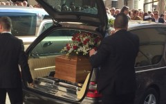 Massa Carrara: ai funerali dei due cavatori una folla in lacrime. Il vescovo: ora possiamo solo pregare