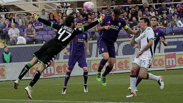 Il gol di Gonzalo Rodriguez che porta in vantaggio la Fiorentina