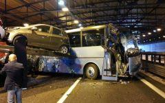 Incidente sull'A1: feriti studenti di Camaiore in uno scontro in galleria. Tanta paura, gita annullata