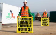 Firenze: trivella a Piazzale Michelangelo installata da attivisti di Greenpeace