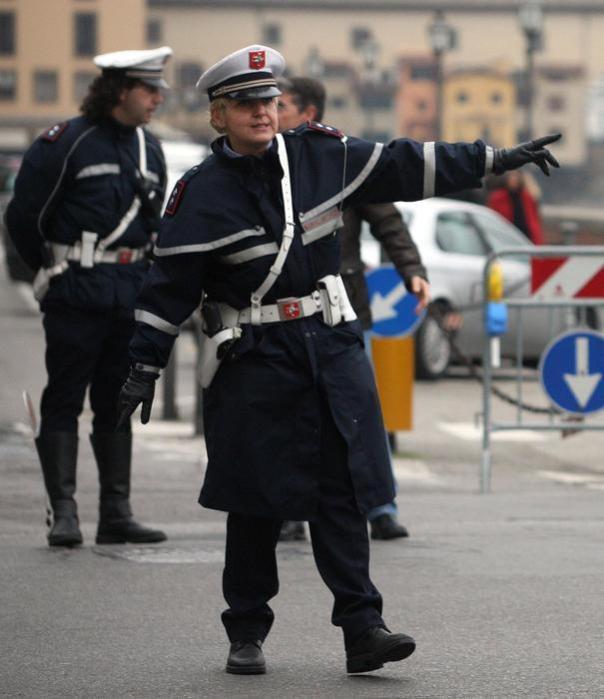 Vigili urbani Firenze traffico