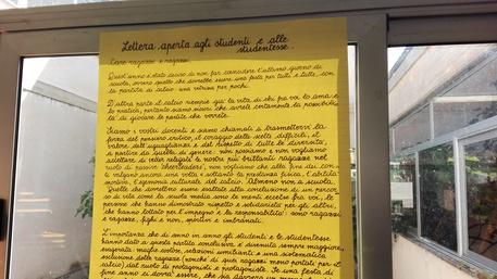 Il manifesto dei professori per spiegare ai ragazzi perché hanno vietato la partita di calcio