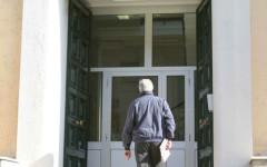 20040316 - GENOVA - CRO - BIMBI MORTI A GENOVA: PM DISSEQUESTRA ASILO PER BONIFICA IN CORSO LE DUE AUTOPSIE ALLA PRESENZA DI SPECIALISTI. L'ingresso dell' Istituto di Medicina Legale di Genova, dove questa mattina e' in corso l' autopsia sui cadaveri dei due bimbi, morti per sospetta meningite. Luca Zennaro / ANSA -CD