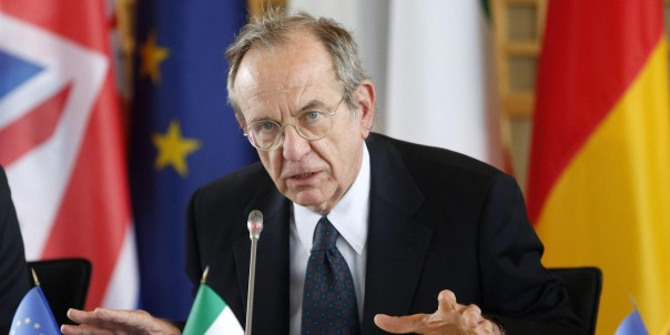 Italian Finance Minister Pier Carlo Padoan talks during a news conference following a meeting with European G5 ministers at Bercy, in Paris, France, 28 April 2014. The meeting was about Tax Evasion. ANSA/YOAN VALAT