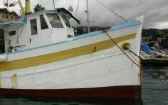 Livorno: liberato dai vigili del fuoco peschereccio in avaria per le eliche impigliate nelle reti