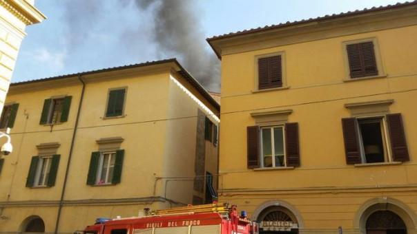 Incendio palazzo a Pisa