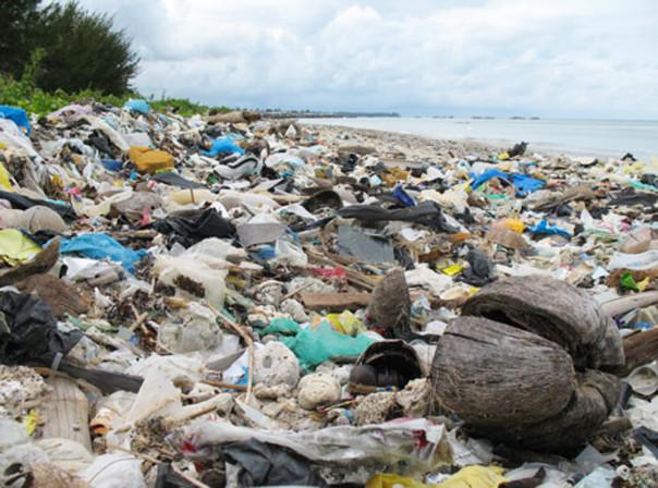 spiaggia-rifiuti-fiumicino-roma