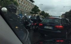 Firenze, traffico: ingorgo infinito. Protestano tassisti e autisti dell'Ataf. E i cittadini non ne possono più