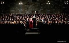 Fiesole: al Teatro Romano l'«Umana Armonia» di Johanna Knauf con quattro cori e due orchestre