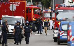 Rouen: due uomini armati di coltello prendono 5 ostaggi in una chiesa in Alta Normandia e sgozzano il parroco. Uccisi dalle teste di cuoio