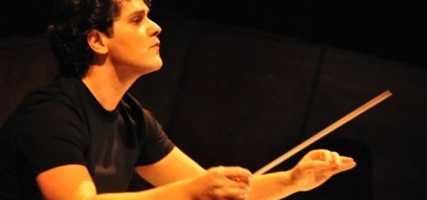 Il direttore d'orchestra Sergio ALapont