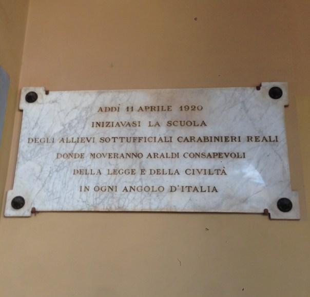 la targa all'ingresso Scuola M.lli di p.za S.M (1)