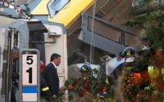 Andria, scontro fra treni: sale a 27 il numero delle vittime. Renzi visita il luogo del disastro e presiede una riunione a Bari