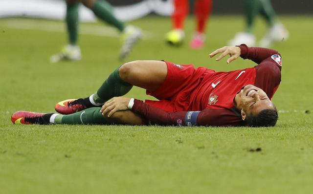 Cristiano Ronaldo terra dopo ilo scontro durissimo con Payet
