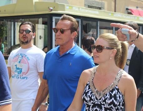Arnold Schwarzenegger a Pisa con la fidanzata Heater Milligan