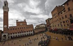 Siena: estorsione in Piazza del Campo. Arrestato 18enne che spacciava droga e minacciava un ragazzo