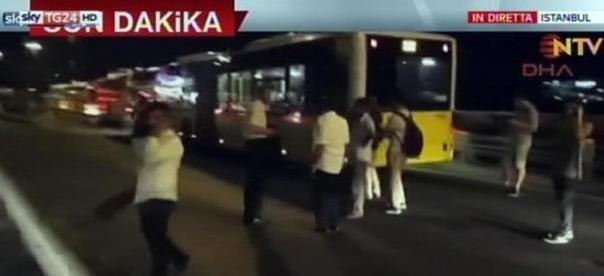 ++ Turchia: Istanbul, esercito chiude 2 ponti sul Bosforo ++