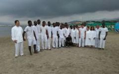 Massa: battesimo evangelico sulla spiaggia per 20 rifugiati dalla Nigeria