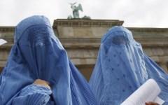 Immigrazione: la cancelliera Merkel contro il burqa, è un ostacolo all'integrazione