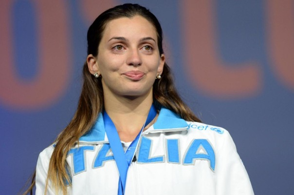 Gold medalist Rossella Fiamingo of Italy reacts during women's epee awarding ceremony at World Fencing Championships in Moscow, Russia, Jul. 15, 2015 (Xinhua/ Pavel Bednyakov)