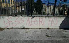 Prato: scritte razziste e svastiche sul muretto della chiesa della resurrezione