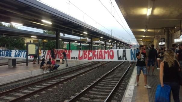 Pisa, protesta tifosi stazione