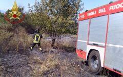 Castelfiorentino: anziano circondato dalle fiamme in un campo salvato dai vigili del fuoco