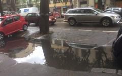 Firenze, maltempo: allagato il passaggio pedonale di viale Don Minzoni. Difficoltà gravi per gli anziani