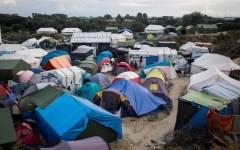 Francia, migranti: Hollande promette di smantellare la giungla di Calais entro fine anno