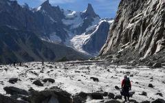 Monte  Bianco: cento turisti bloccati sulla funivia. Paura a bordo. Trasbordo con elicotteri