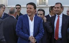 Napoli: arriva Renzi, scontri fra manifestanti e forze dell'ordine. Colpita una consigliera comunale
