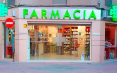 Caldo: code in farmacia. Per integratori e controllo pressione