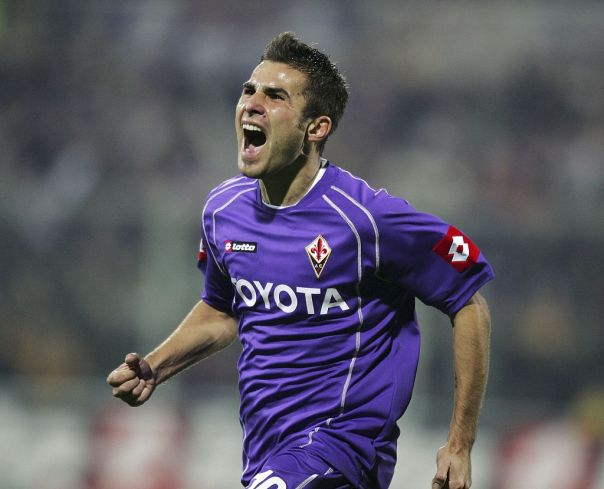 FLORENCE, ITALY - DECEMBER 16:  Fiorentina striker Adrian Mutu celebrates his goal during the Serie A match between Fiorentina and AC Milan at the Artemio Franchi Stadium on December 16, 2006 in Florence, Italy. (Photo by Newpress/Getty Images)