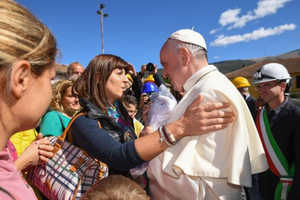 Pope Francis hughs a woman during his visits Accumuli, Italy, 04 October 2016. A devastating 6.0 magnitude earthquake early morning of 24 August left a total of 293 dead, according to official sources. ANSA/ALESSANDRO DI MEO