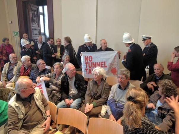 Tav: blitz in consiglio comunale Firenze, 'No al tunnel'