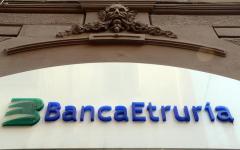 Banca Etruria: dirigenti di Ubi banca visitano la sede di Arezzo