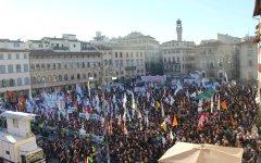 Firenze, referendum: manifestazione per il No della lega con Salvini, Maroni, Meloni. Contromanifestazione dei centri sociali (foto)