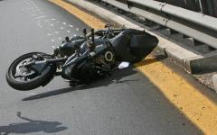 Altopascio (Lu): 33enne muore nell'urto della moto contro un camion