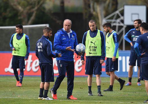 Giampiero Ventura dirige l'allenamento degli Azzurri