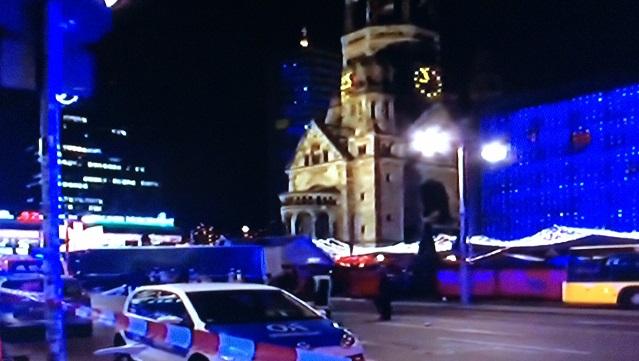 Camion contro mercato di Natale a Berlino, un morto e diversi feriti