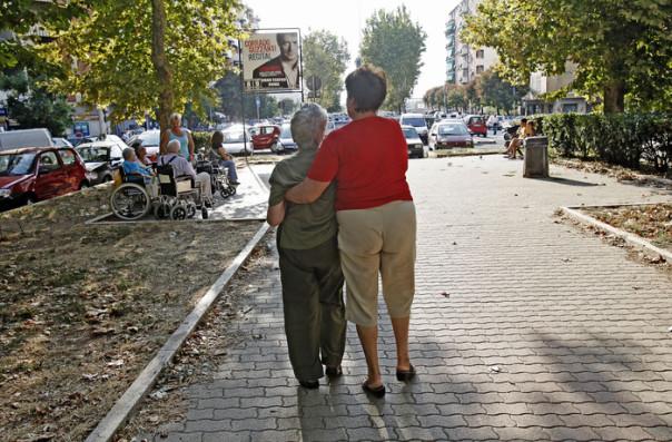 Anziani vecchiaia terza età badanti badante colf
