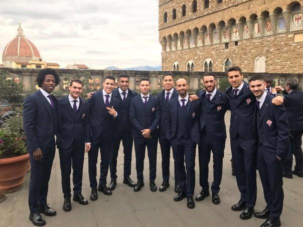 I giocatori della Fiorentina fotografati agli Uffizi