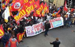 Migranti: corteo a Firenze per richiedere un'accoglienza dignitosa
